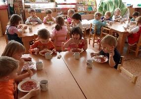 Новосибирские следователи квалифицировали инцидент с отравлением пятилетних детей спайсом в песочнице детского сада